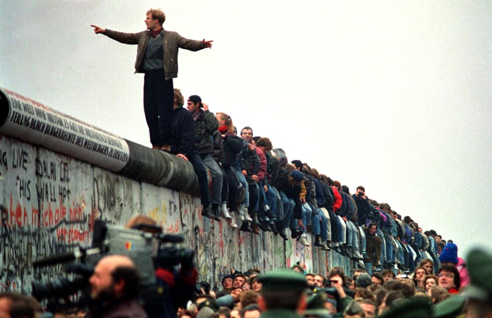 the history of the iron curtain of berlin the berlin wall How can the answer be improved.