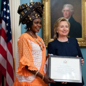 Teresa's reis_Hillary Clinton reikt award uit voor humanitair werk_Story Terrace